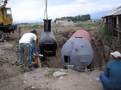 Выгрузка реактора биогазовой установки Жаамата Заряб Кыргызстан