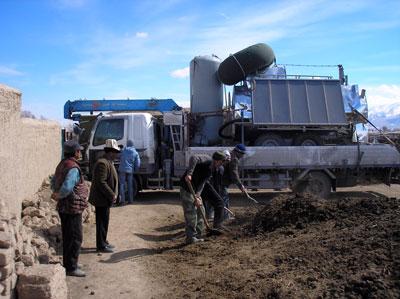 Разгрузка передвижной установки для КХ Байтерек, Кыргызстан